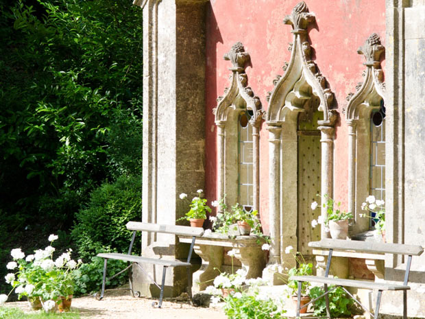 An intimate family celebration at Painswick Rococo Garden