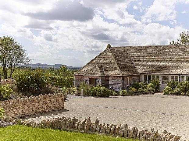 The Fish Hotel On Farncombe Estate Offers A Stylish Rural Cotswold Wedding Venue