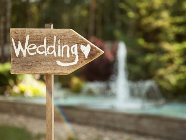 Creative your dream Cotswold rustic celebration with the help of SoGlosWeddings.