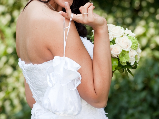 From handbag essentials to clothing, here's some advice for your summer wedding.