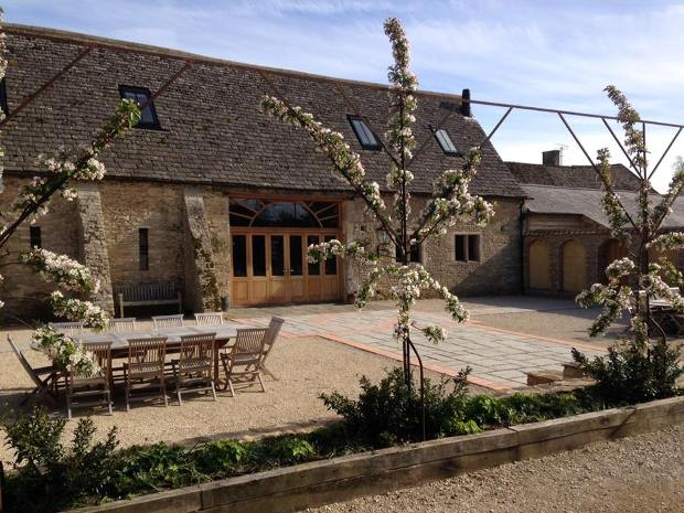 Save money when booking your 2018 at stunning Cotswold venue, Oxleaze Barn.