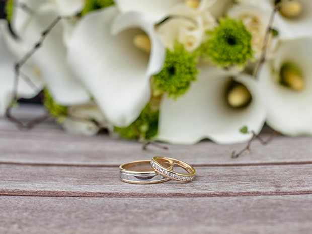 Get a helping hand for finding the perfect pair of wedding rings, with SoGlosWeddings.