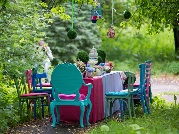 Give your summer wedding a pop of colour with these gorgeous ideas.