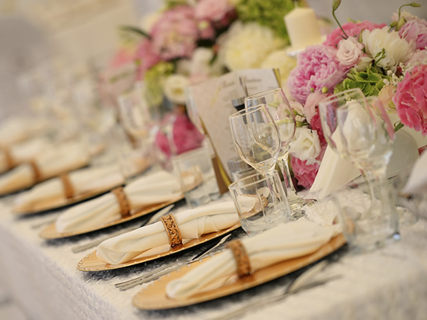 Ensure you find the perfect wedding catering for your big day, with SoGlosWeddings' guide.