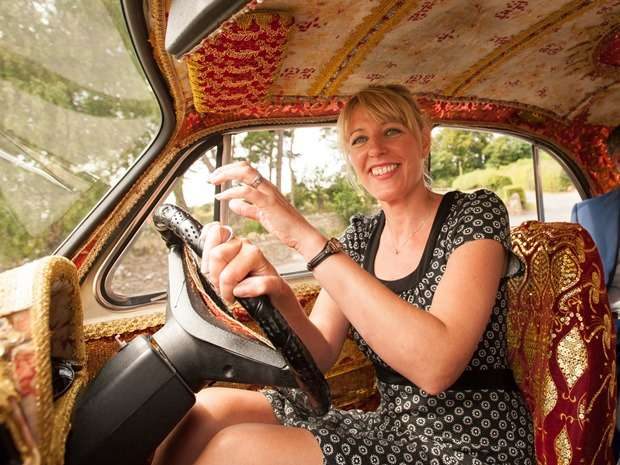 We talk to Suzie Goodman from the quirky and eye-catching wedding care hire, Kushi Cars. © Pixel Photography.