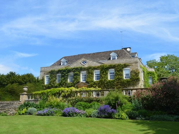 Cornwell Manor is an exclusive-hire venue situated in the heart of the Cotswolds.