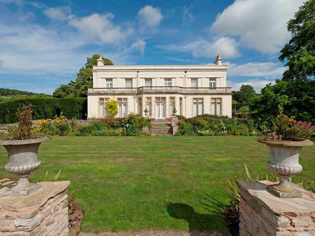 Glenfall House is a beautiful Regency villa located on the outskirts of Cheltenham.