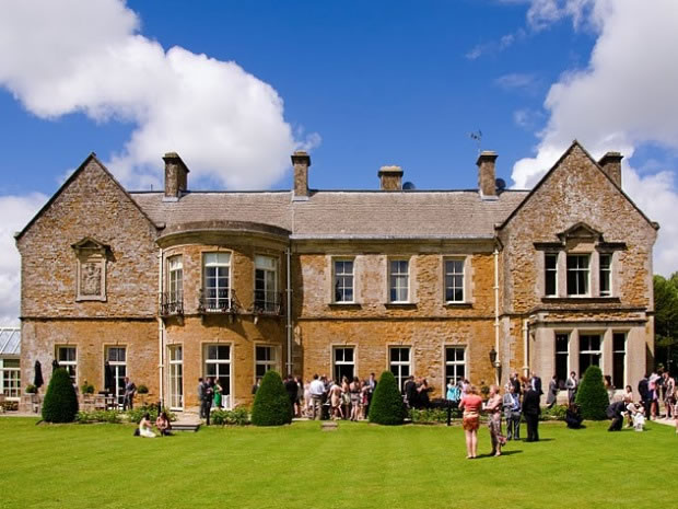 Wyck Hill House Hotel offers a beautiful setting for hosting weddings in the Cotswolds.