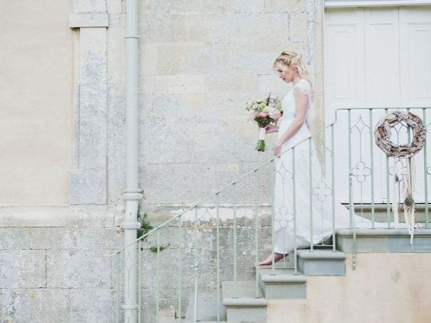 Capture your wedding at one of Elmore Court's many wonderful photo spots. © Laura Power.