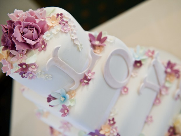 Couples can choose to have tiered cakes or more understated designs.